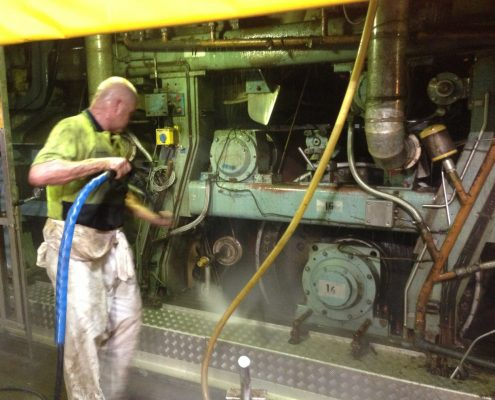 High pressure cleaning of machinery